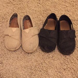 Girl size 9 TOMS
